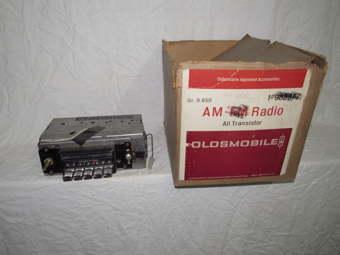 1968 Oldsmobile Transistor Radio 7302013