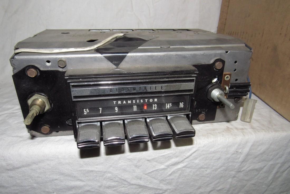 1968 Oldsmobile Transistor Radio 7302013 - 2