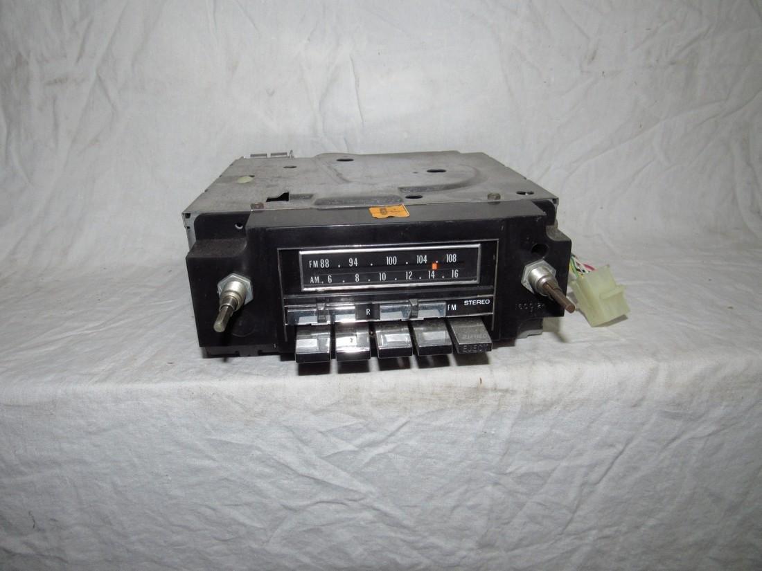 GM2700 Car Radio