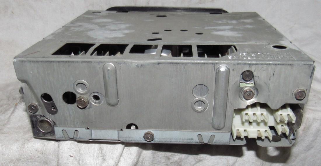 Delco 70HPB1 Car Radio - 3