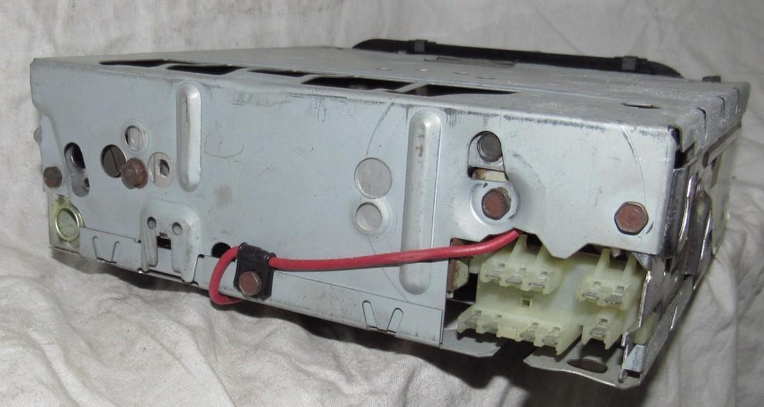 Delco 73APB1 Car Radio - 3