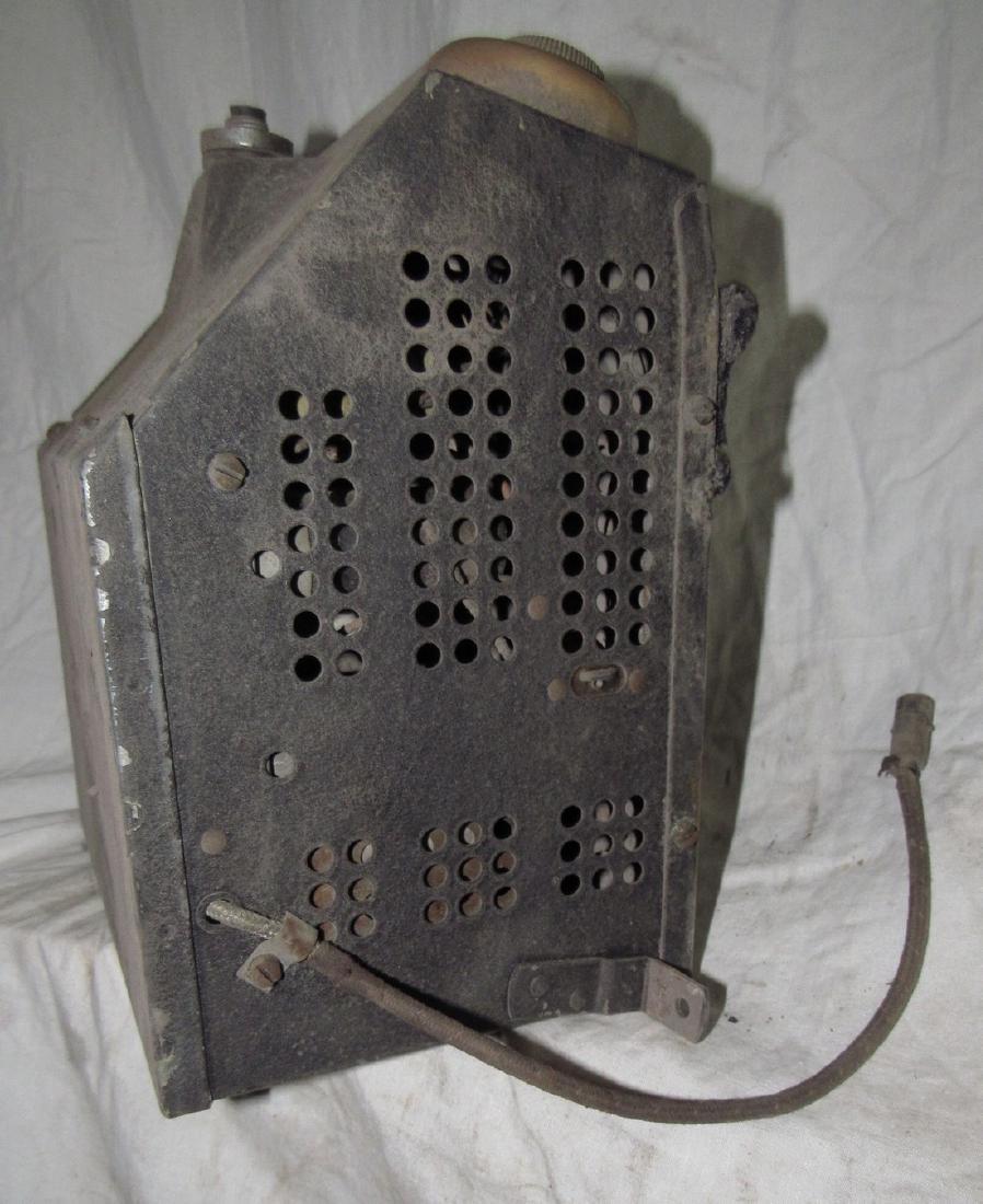 Antique Ford Car Radio - 5