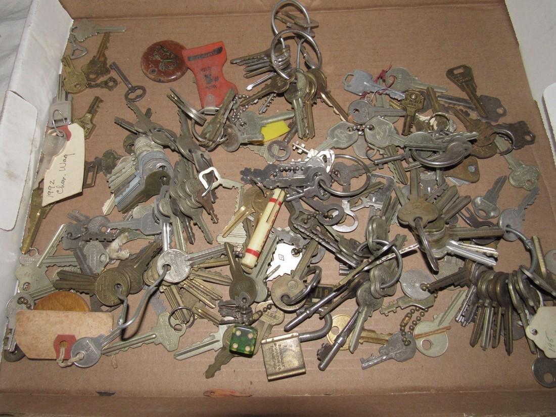 Box of Misc Keys