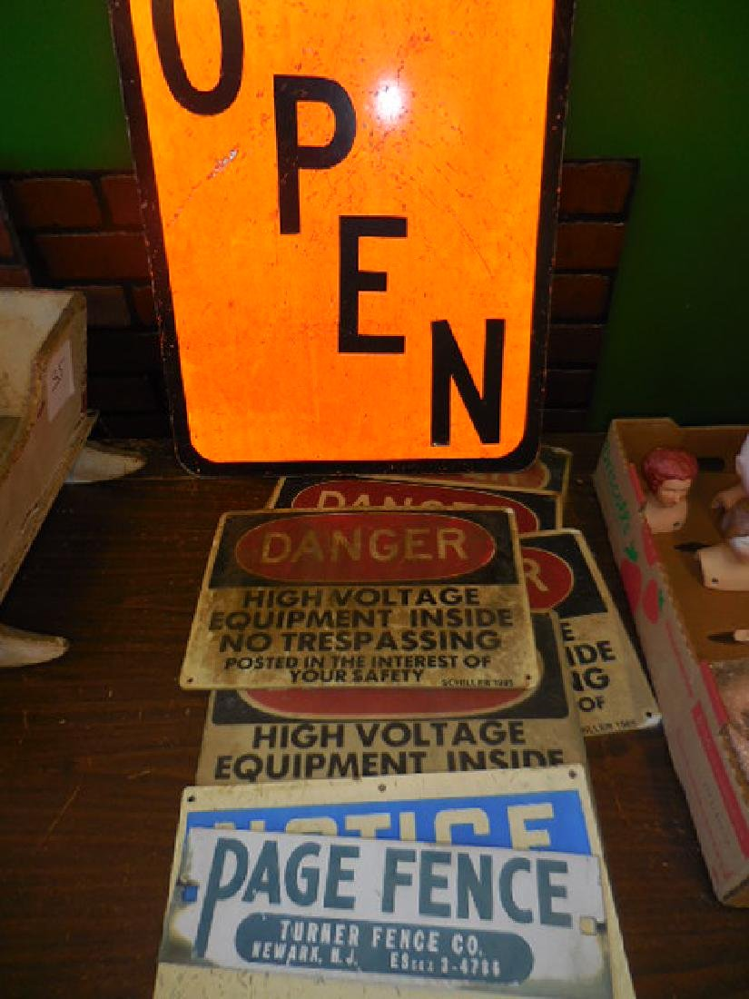 Sign Lot