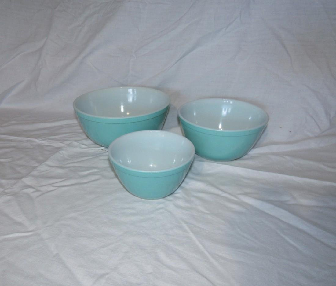 Pyrex Torquoise Mixing Nesting Bowls