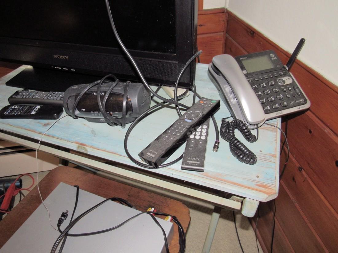 "31"" Sony Flat Screen TV Shredder Telephones Radio - 3"