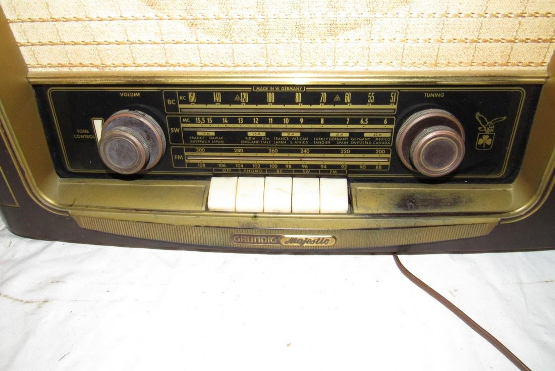 Grundig Majestic model 1055 Radio - 2