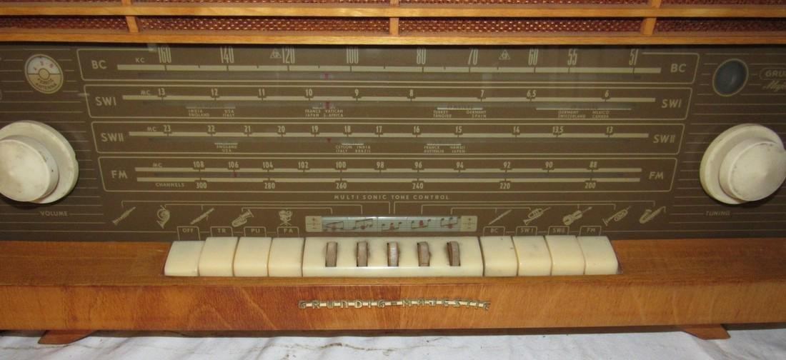 Grundig Majestic 4095 Radio - 2