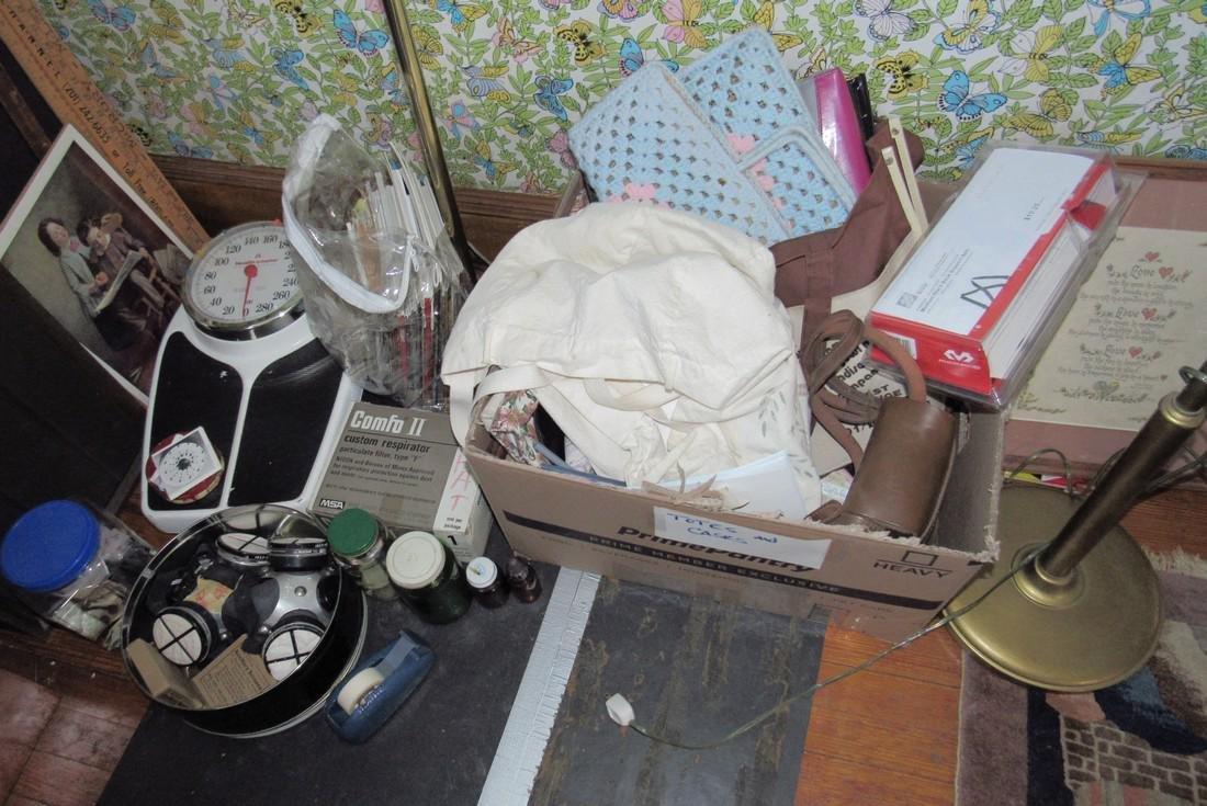 Partial Bedroom Contents Floor Lamps Yardsticks - 4