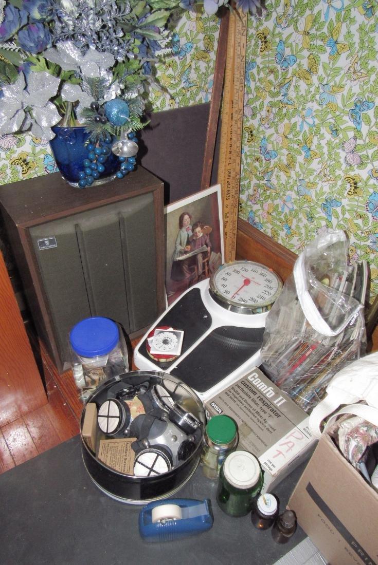 Partial Bedroom Contents Floor Lamps Yardsticks - 5