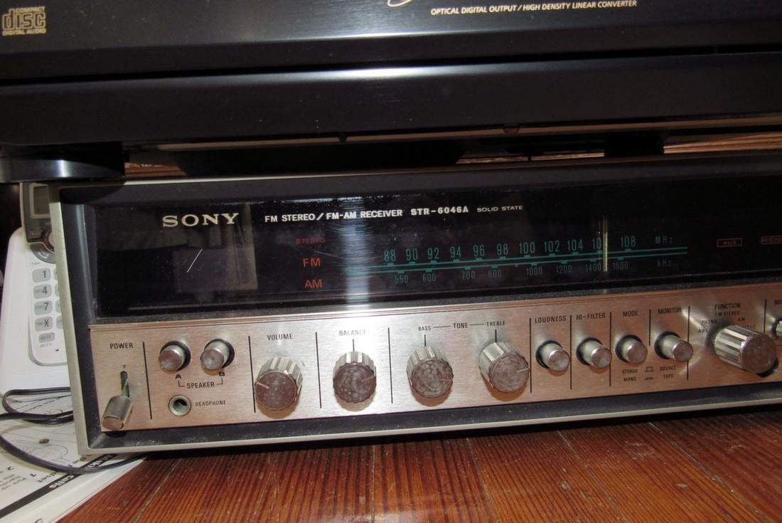 Vintage Sony Stereo Receiver CD Changer & Police - 2