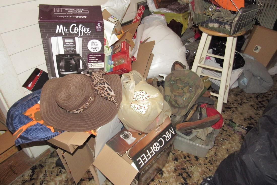 Front Room Partial Contents Diggers Delight ! - 4
