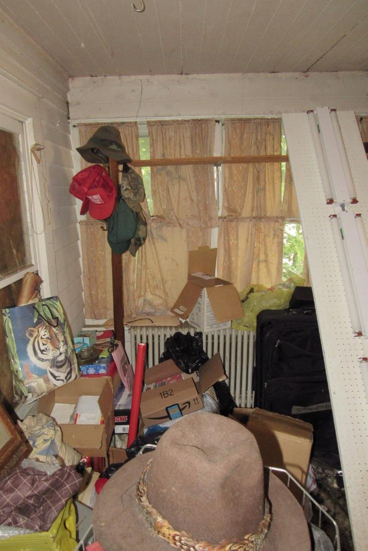 Front Room Partial Contents Diggers Delight ! - 7