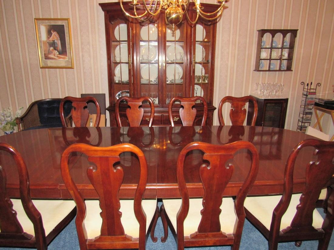 Thomasville Hutch Table & 10 Chairs