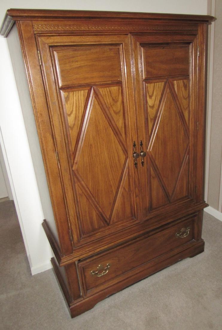 Bedroom Suit w/ Dressers Night Stands & Queen Bed - 7