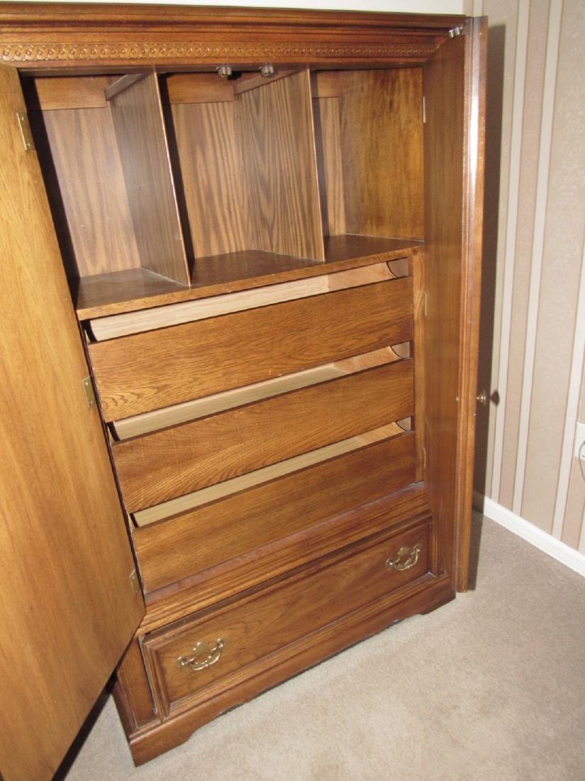 Bedroom Suit w/ Dressers Night Stands & Queen Bed - 8