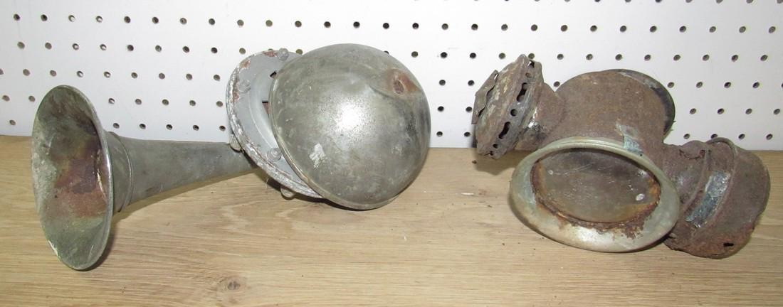 Car Horn & Lantern