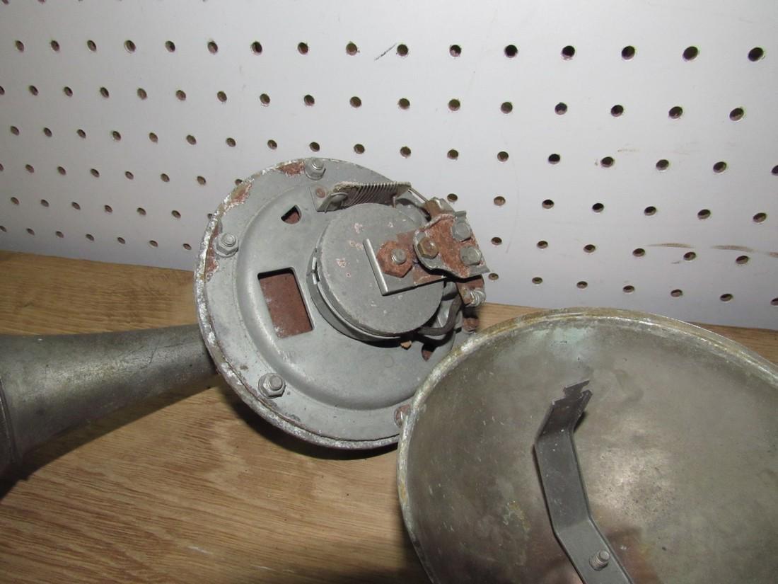 Car Horn & Lantern - 5