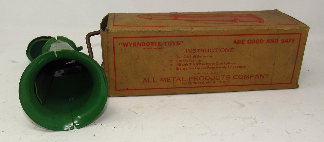 Wyandotte Toys Gas Pump No. 410 in Original Box - 4