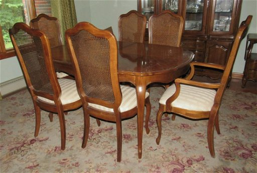 Thomasville Furniture Dining Room Table and 6 Chairs