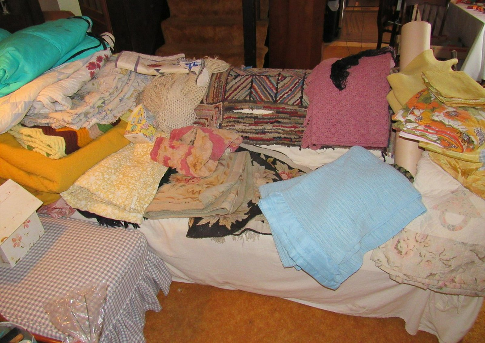 Linens Blankets Towels Placemats Cooler
