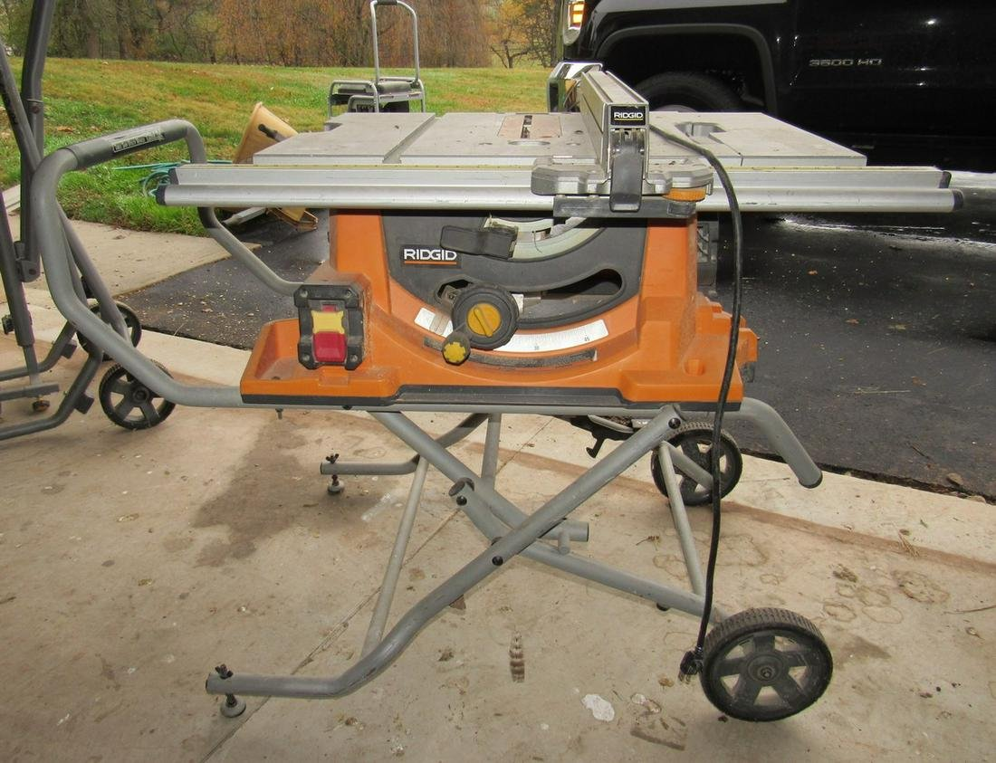 Rigid 10 inch Table Saw with Utility Vehicle