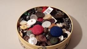 Buttons Tin Full