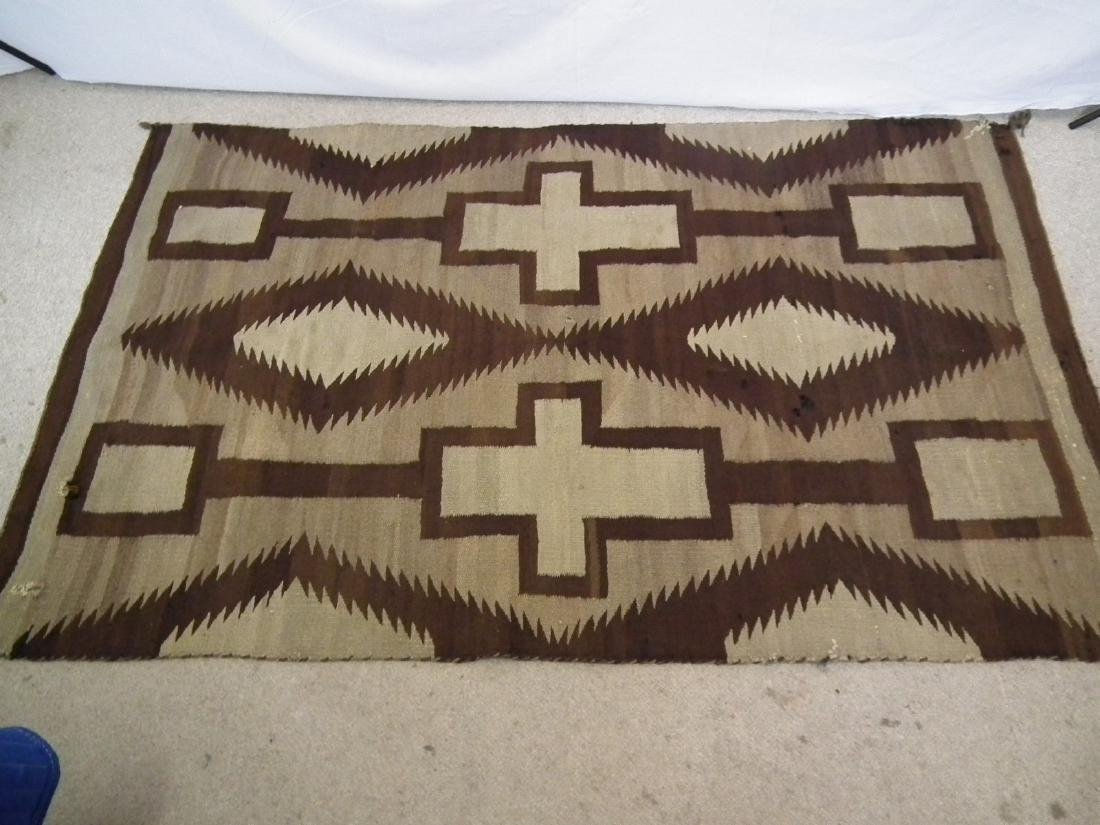 ANTIQUE NAVAJO INDIAN RUG