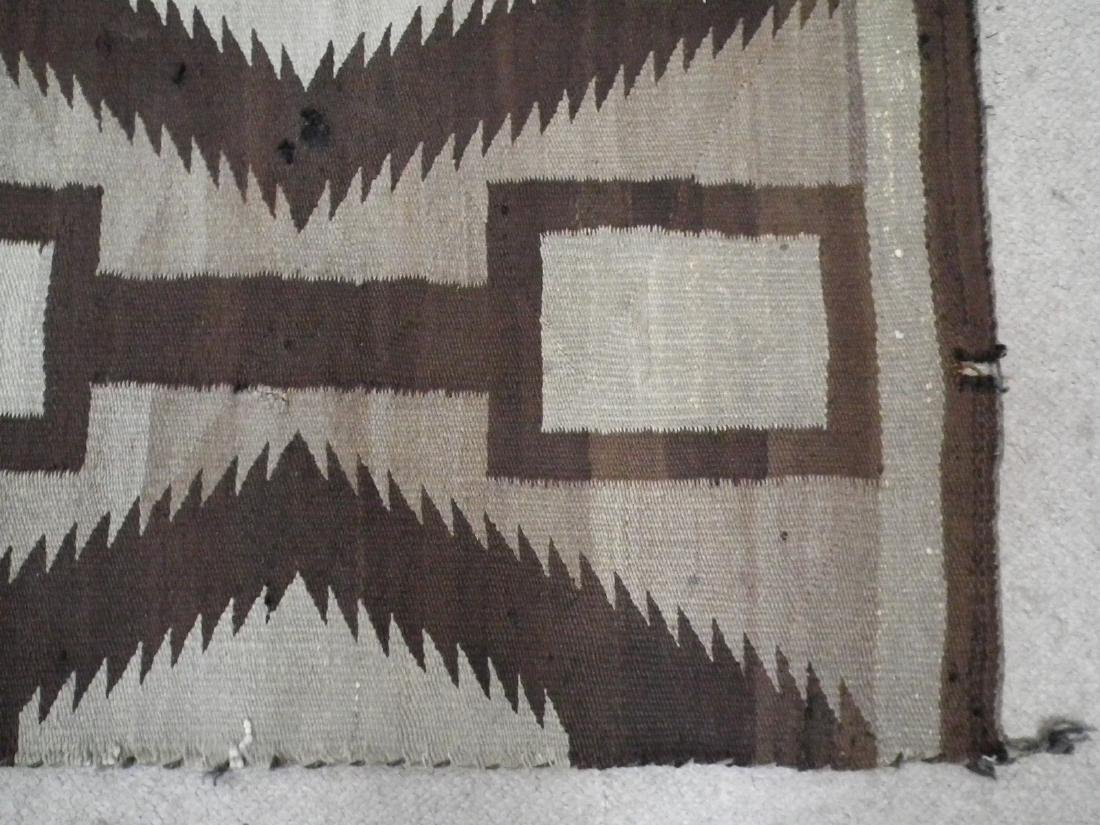 ANTIQUE NAVAJO INDIAN RUG - 2