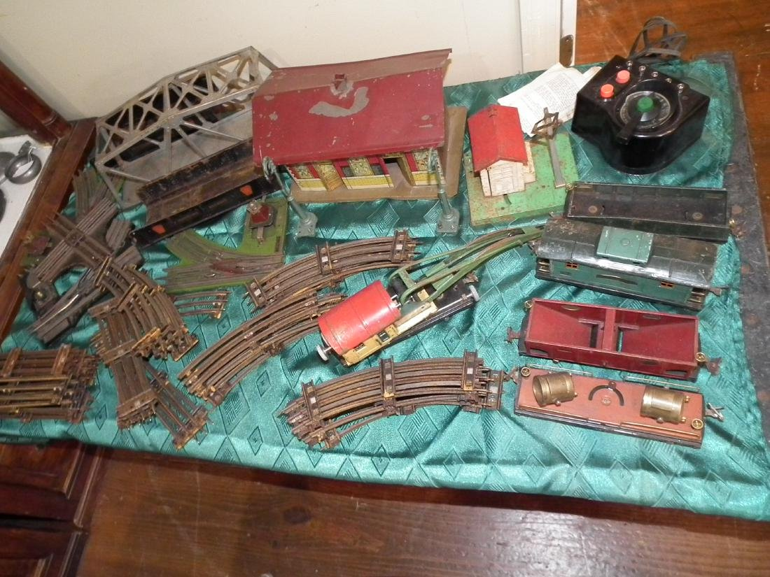 ANTIQUE LIONEL TRAIN SET