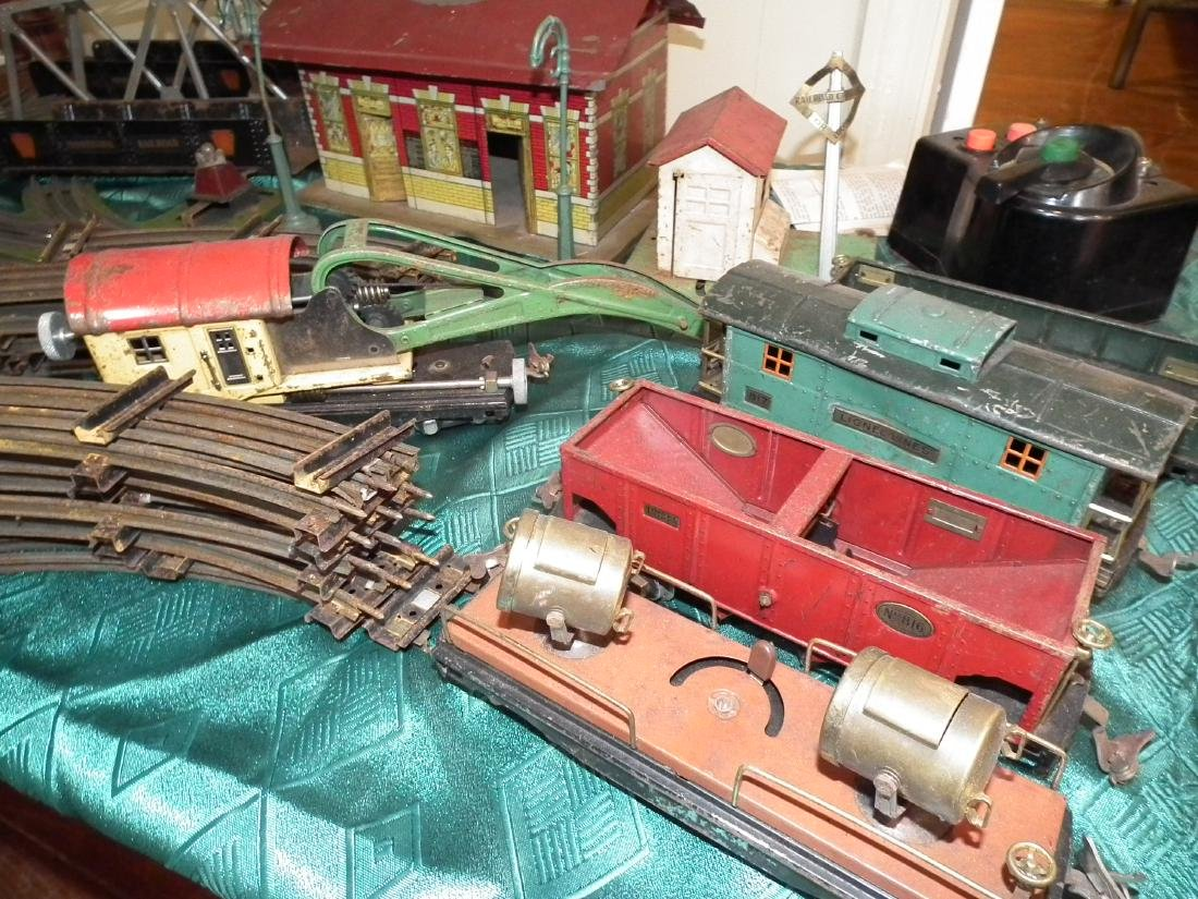 ANTIQUE LIONEL TRAIN SET - 2