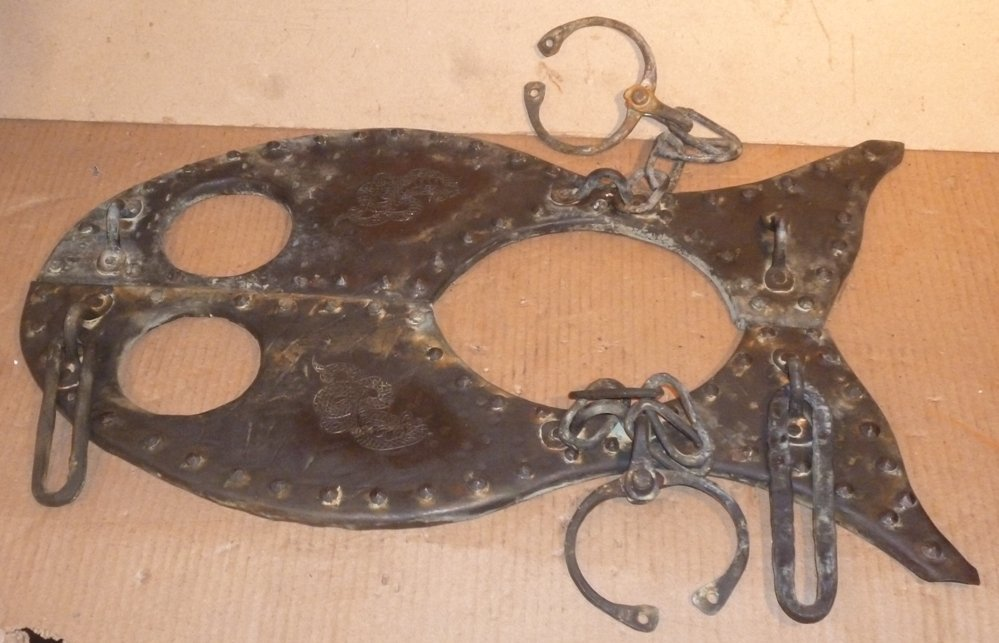 UNUSUAL HANDCUFFS / NECK SLAVE TORTURE ENGRAVED