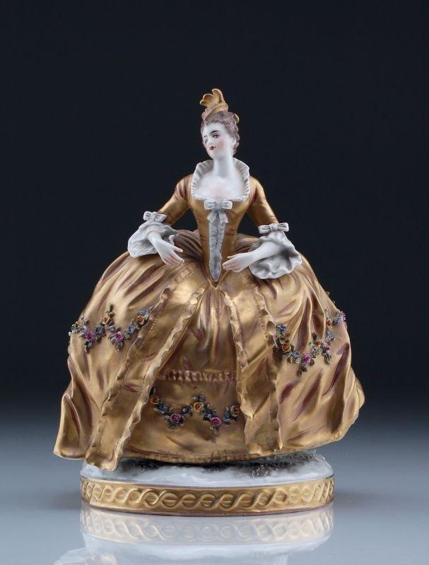 754:  Dame mit Krinoline. Wohl Foëcy, Frankreich. 20th