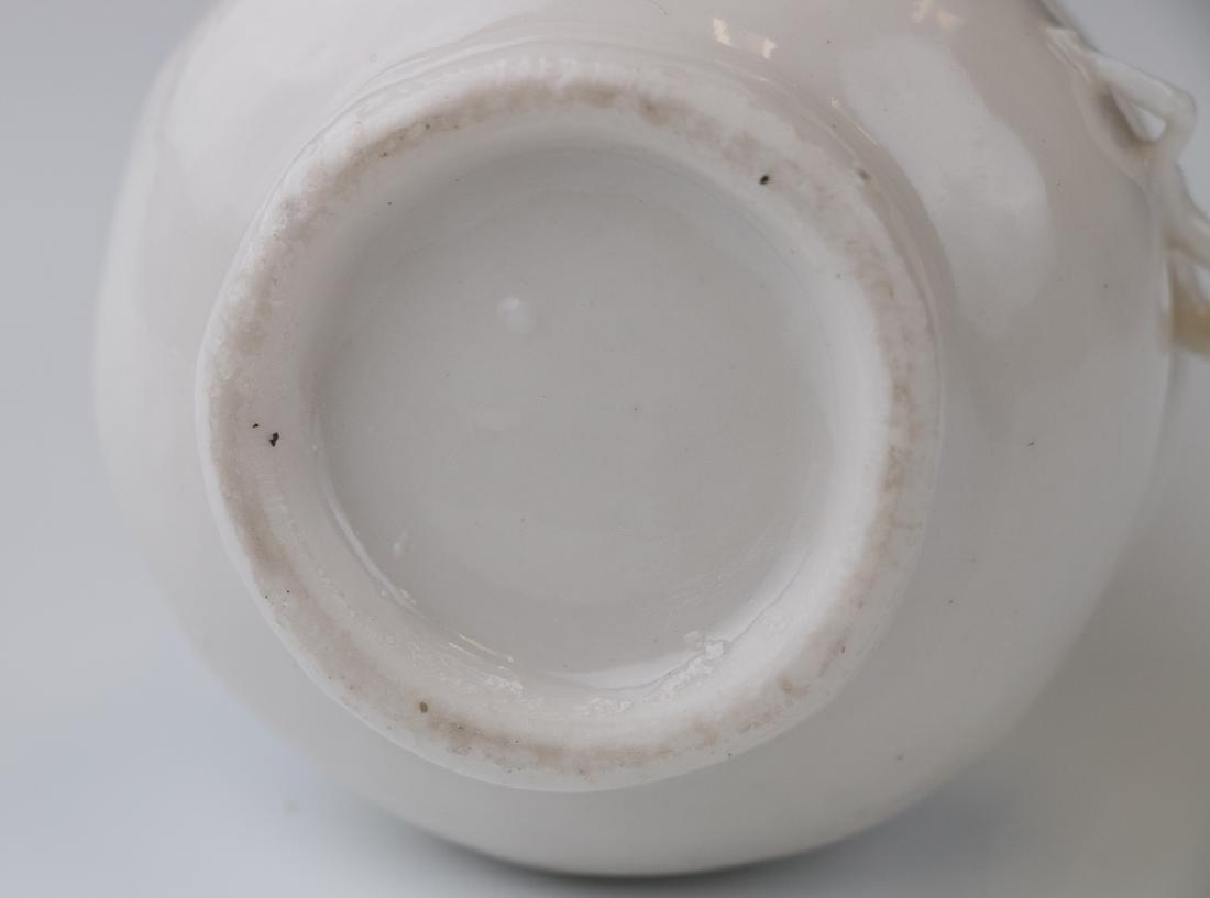 A White Glazed Dragon Vase - 4