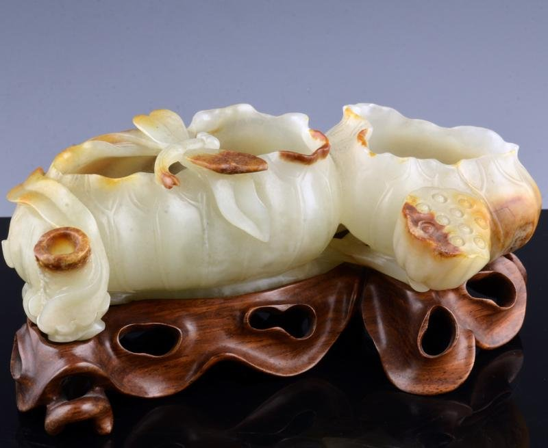 FINELY CARVED CHINESE JADE LOTUS BRUSH WASHER QING