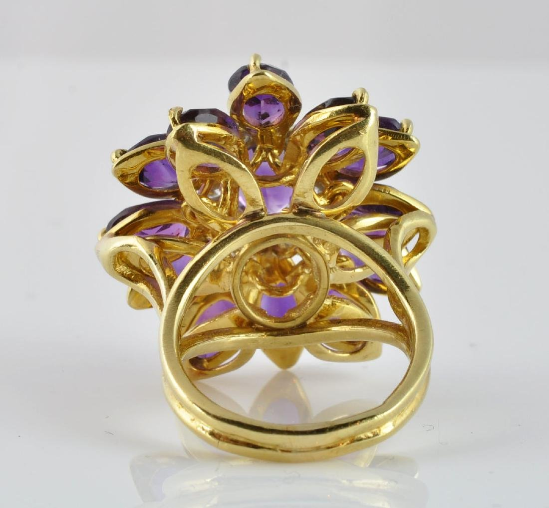 Large Amethyst & Diamond Ring in 18Kt Gold - 3