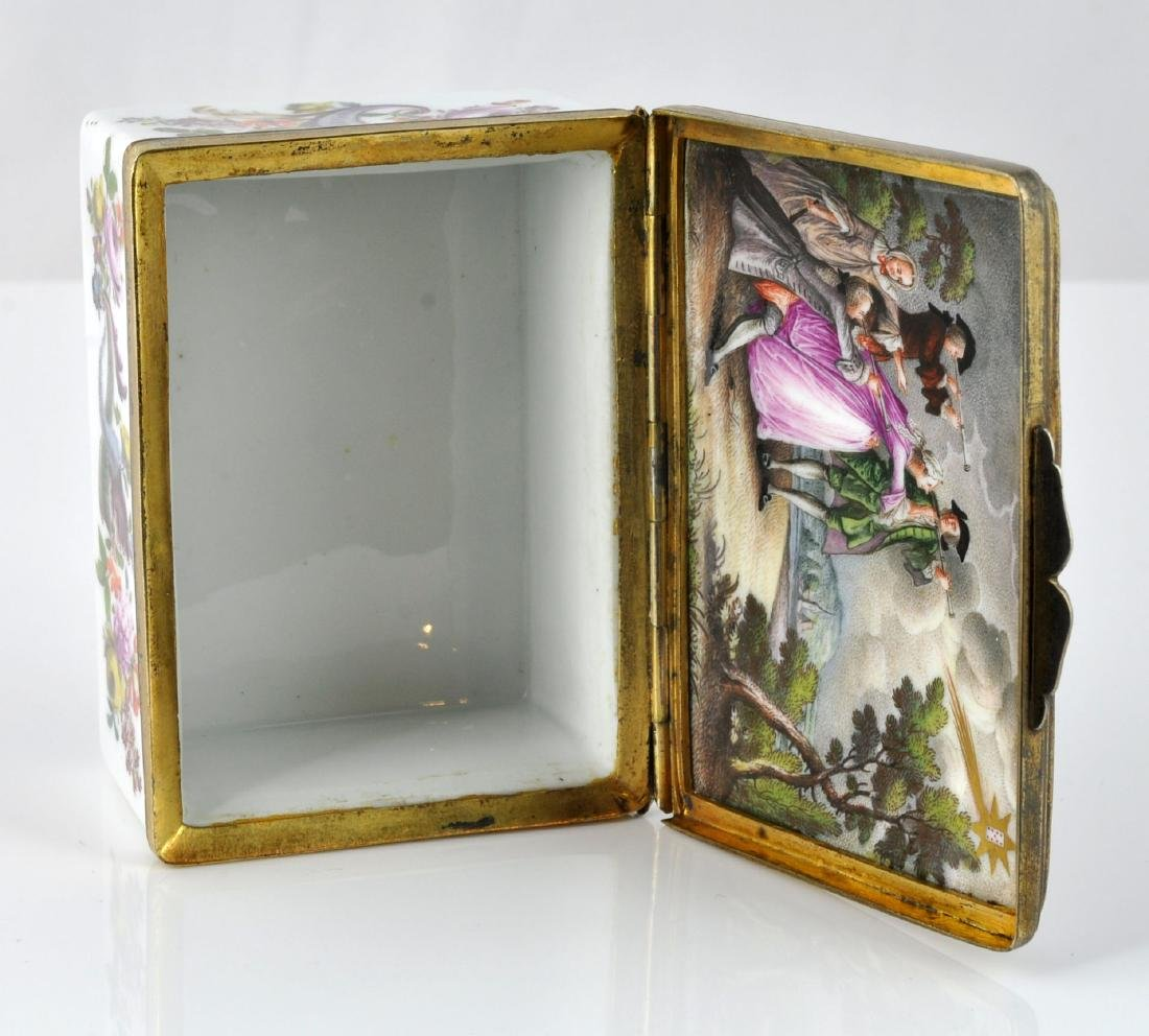 German Porcelain Comet Card Game Snuff Box - 10