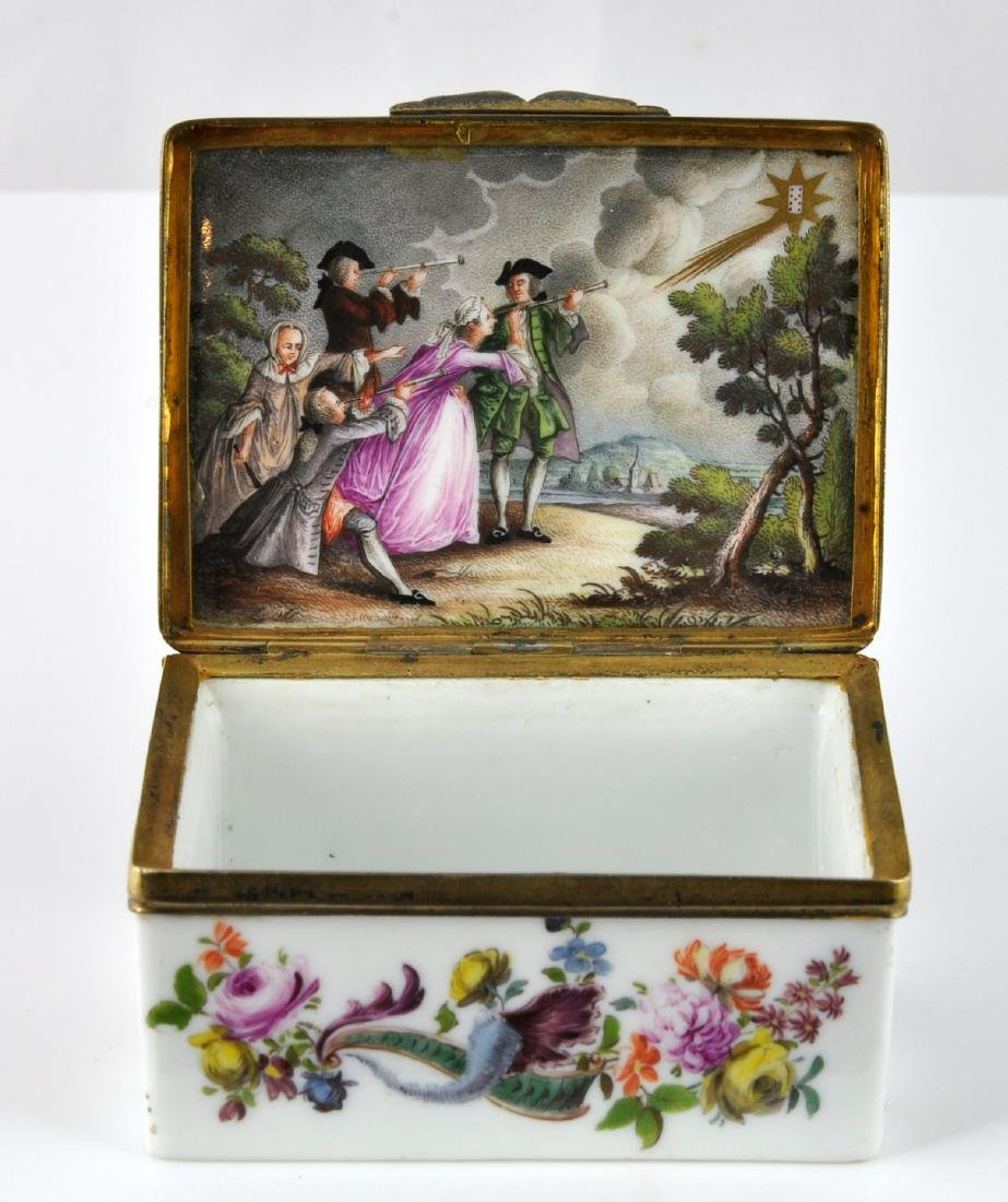 German Porcelain Comet Card Game Snuff Box