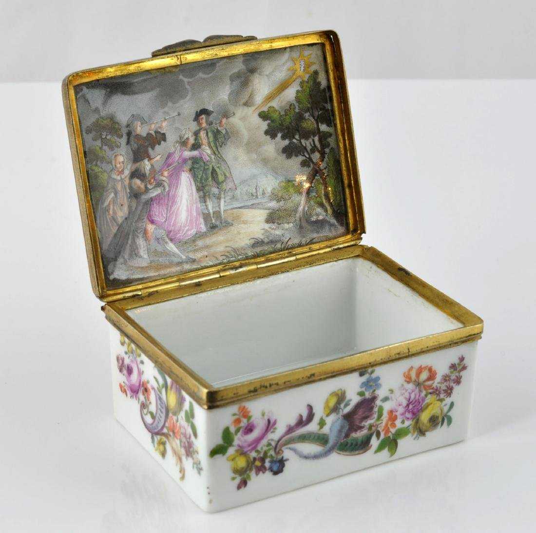 German Porcelain Comet Card Game Snuff Box - 2