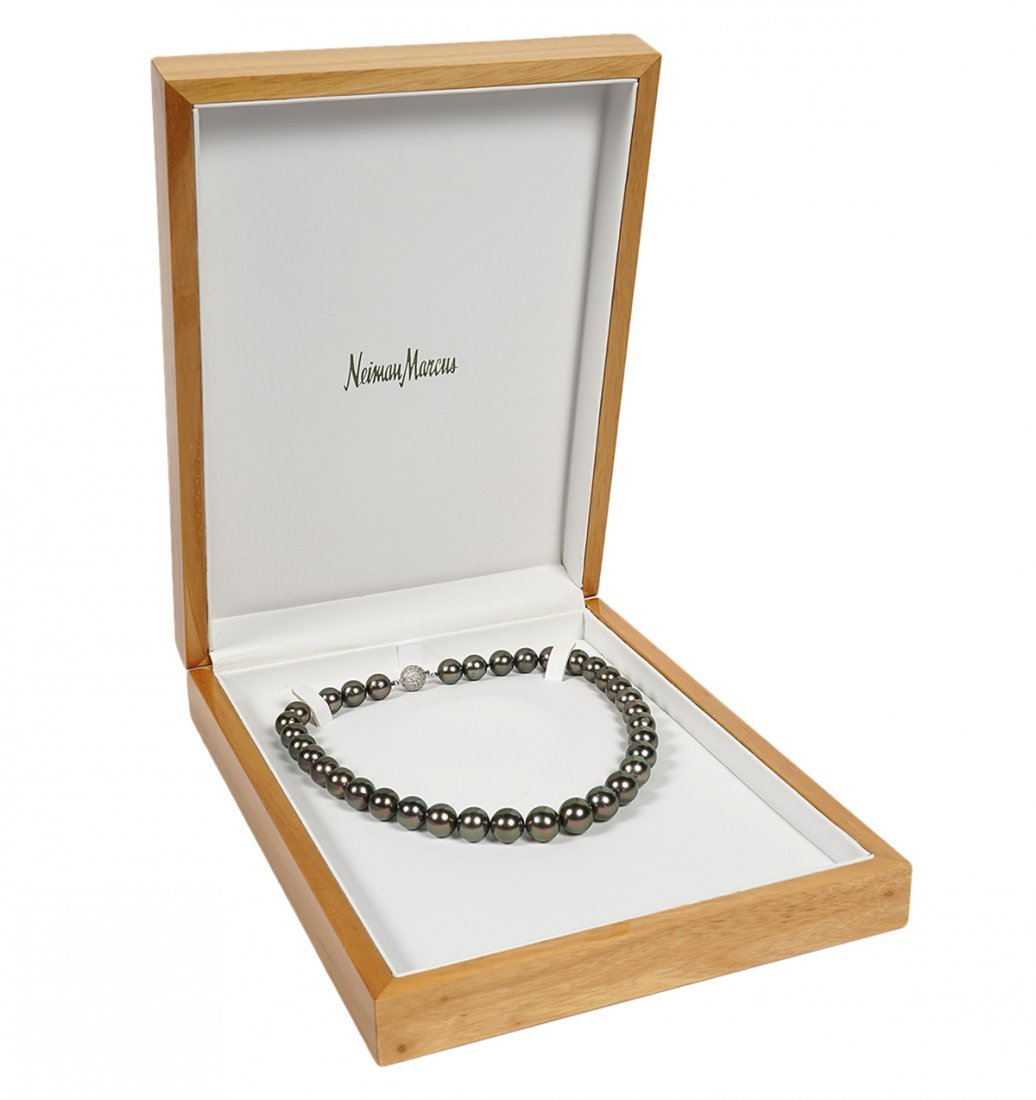 18Kt. White Gold & Black Tahitian Pearl Necklace