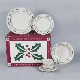 1599: Longaberger Pottery Trad Holly 20 Pc. Serving Set