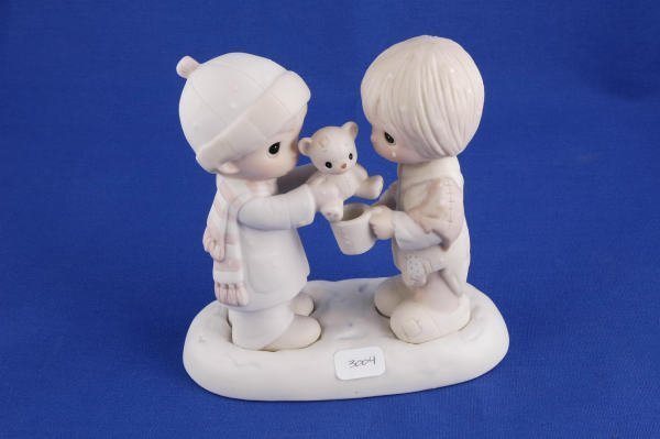 3004: Precious Moments Figurine Christmastime E-0504