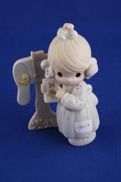 3007: Precious Moments Figurine Sharing Good News C0011