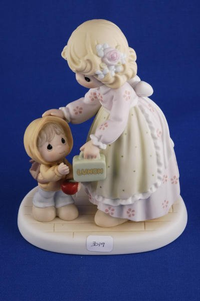 3019: Precious Moments Figurine Cherishing Each Moment