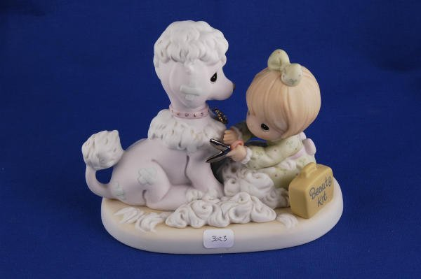 3023: Precious Moments Figurine Loving, Caring 898414