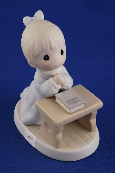 3609: Precious Moments Figurine Lord Teach Us to Pray