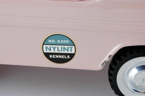 1099: Nylint No. 6200 Kennels Truck with 12 Dogs in Box - 3