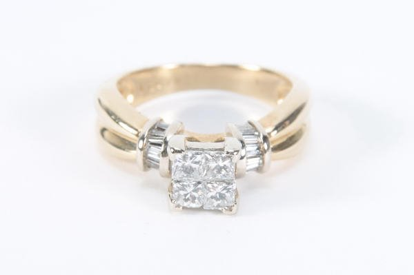 252: 14kt Gold & 4 Square Cut Diamonds Ring Sz 7.75