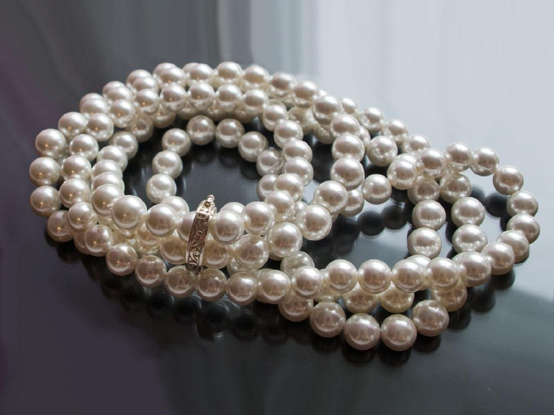 Ultra-long sea shell pearl necklace 120 cm