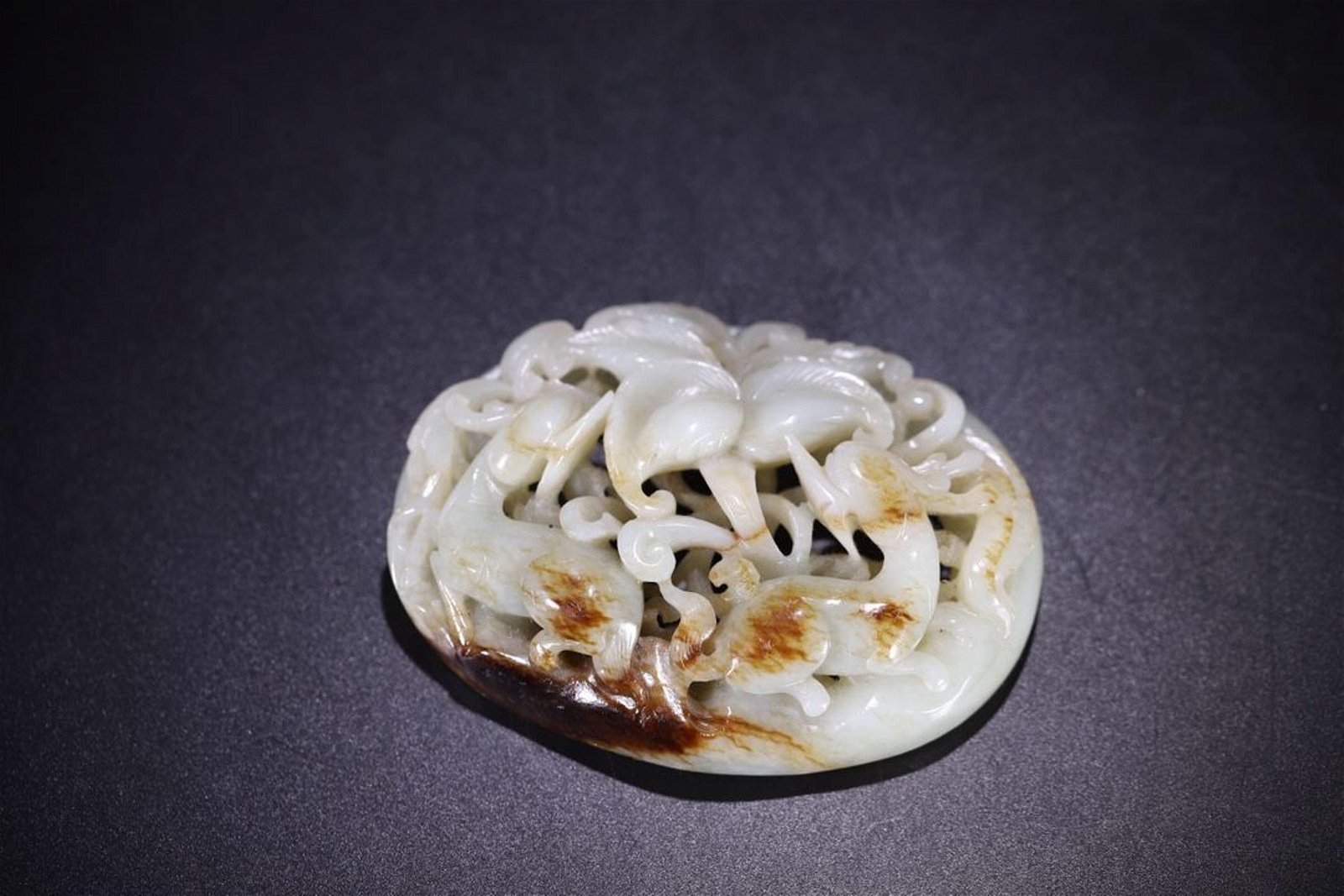 A CARVED WHITE JADE PENDANT.MING PERIOD